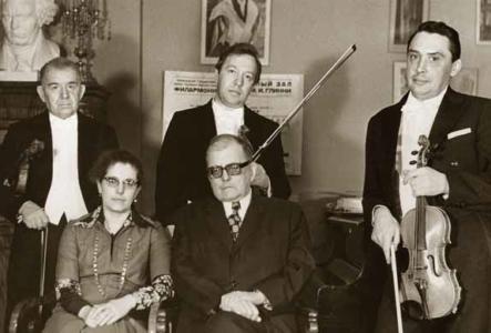 Д. Д. Шостакович и И. А. Шостакович с артистами Квартета им. Бетховена